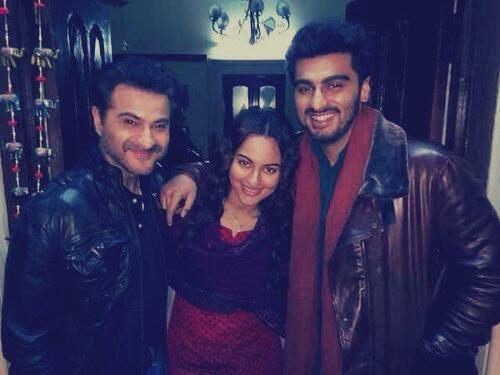 Sanjay,Sonakshi And Arjun Cool Pose For Camera On The Sets Of Tevar