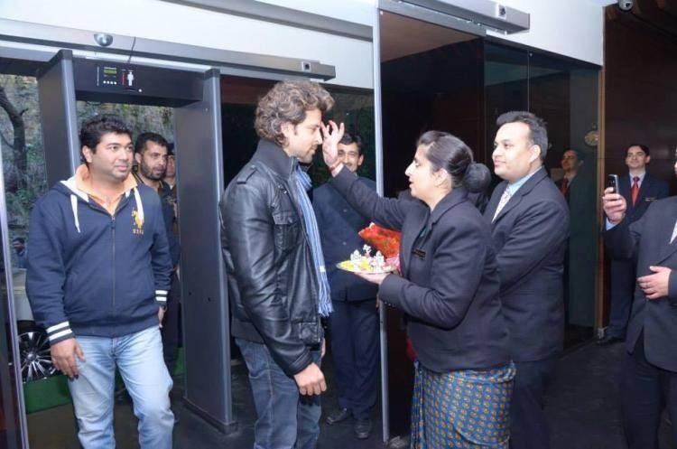 Hotel Staffs Given A Warm Welcome To Hrithik Roshan In Simla