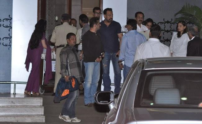 Salman Khan With His Bodyguard Shera Spotted When He Return From Jodhpur
