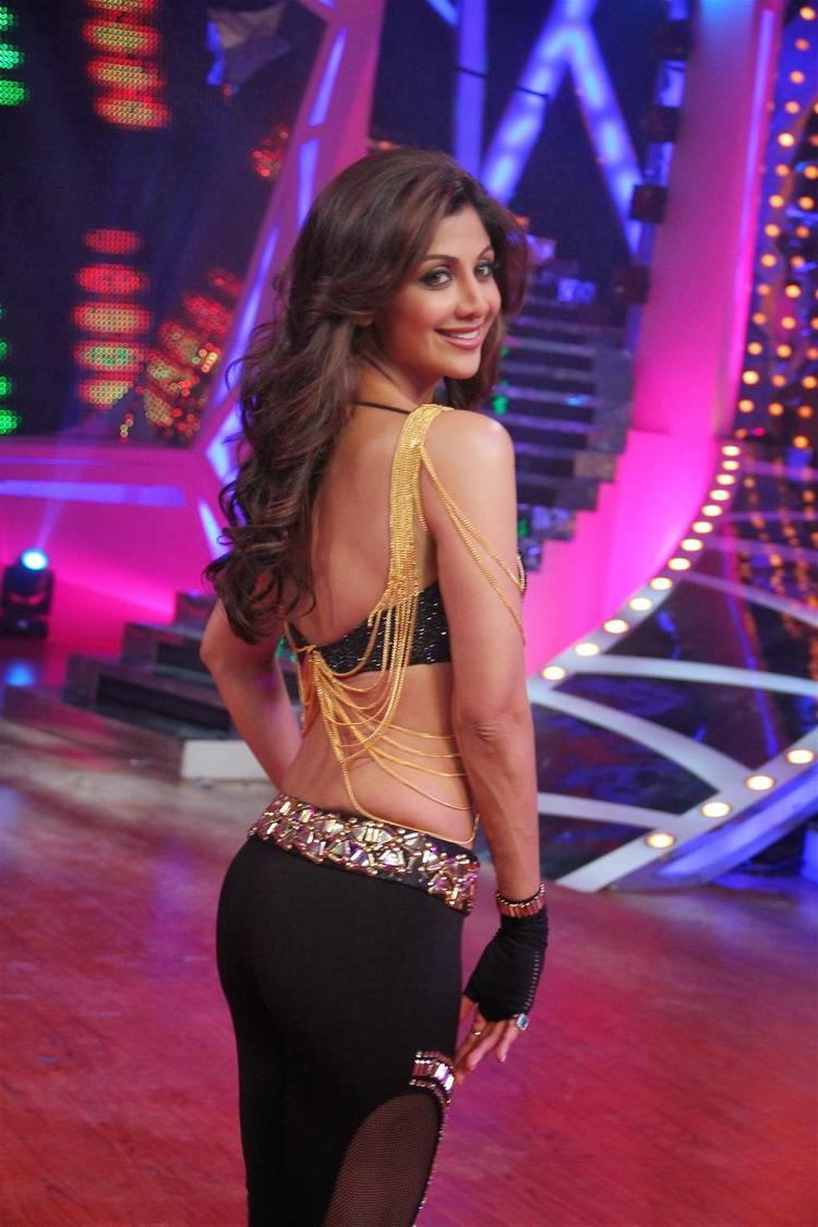 Shilpa Shetty Back Show Pose At Grand Finale Of Nach Baliye 6