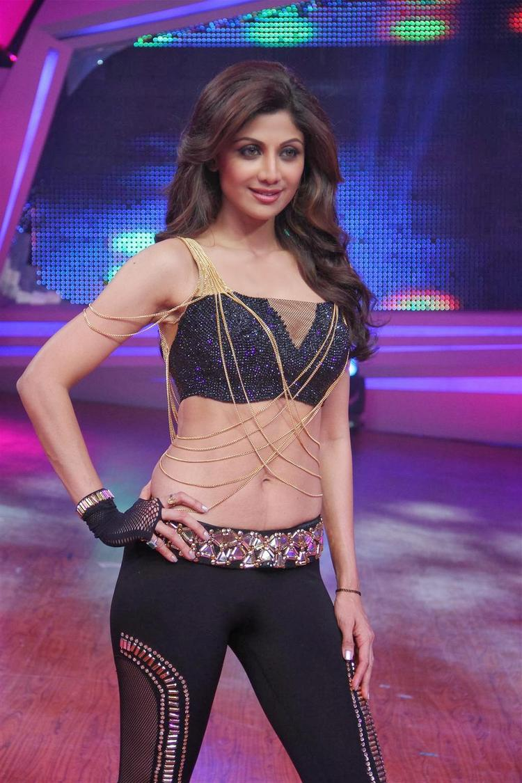 Shilpa Shetty Exclusive Hot And Sexy Look At Grand Finale Of Nach Baliye 6