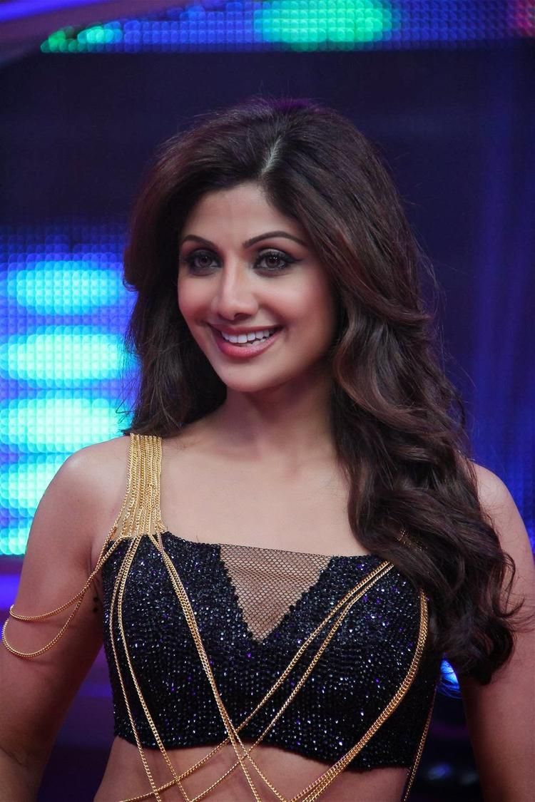 Shilpa Shetty Smiling Look At Nach Baliye 6 Grand Finale