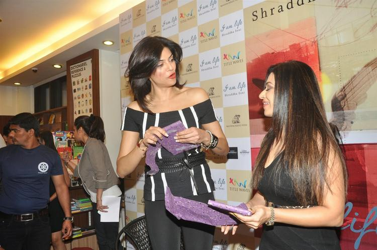 Sushmita And Author Shraddha Soni During The Launch Of  Book 'I Am Life'