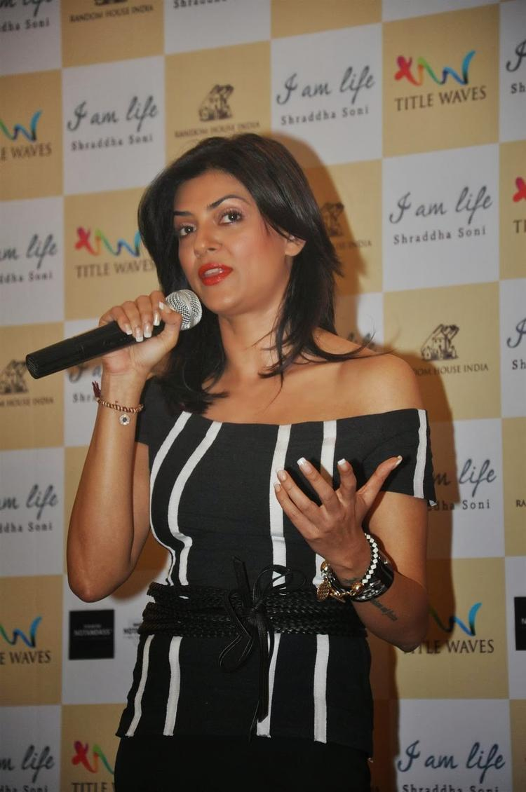 Sushmita Interact With Audiance During Shraddha Soni's Book I Am Life Launch Event
