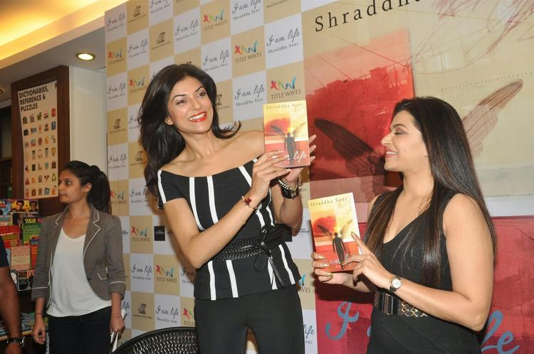 Sushmita Sen Launched Author Shraddha Soni's Book 'I Am Life' At Titlewaves Bookstore In Bandra