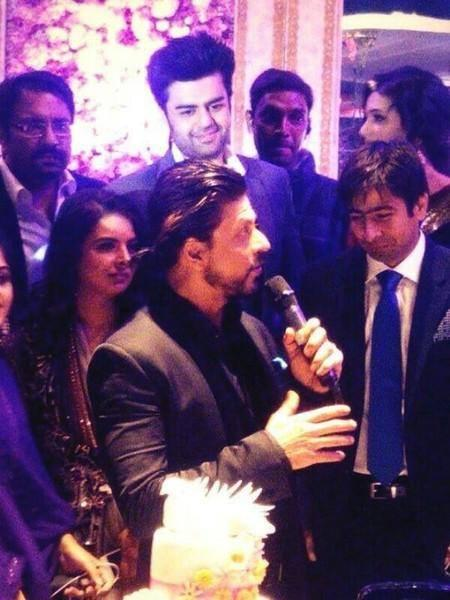 Shahrukh With Other Bollywood Celebs At A NRI Wedding Ceremony