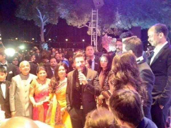Shahrukh Reached Udaipur On Thursday Eve To Attend A Wedding Of NRI Ffamily