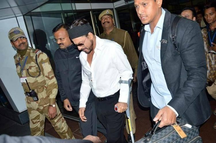Shahrukh Spotted At Airport To Attend A Wedding Of A NRI In Udaipur