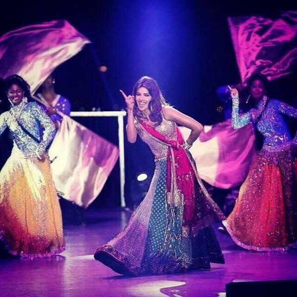Priyanka Chopra Performed On The Stage At The Wedding Of NRIs Gaurav And Hina In Udaipur