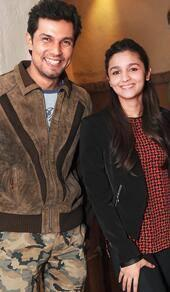 Randeep And Alia Smiling Pose During The Promotion Of Highway At Kolkata