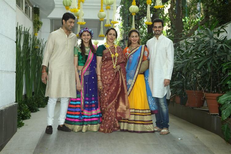 Ahana Deol's Mehendi Ceremony Sweet Family Latest Still