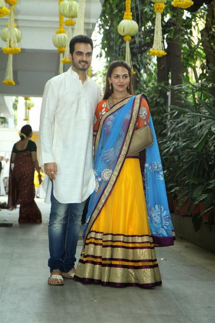 Esha With Her Hubby Bharat Takhtani Attend Younger Sister Ahana Mehendi Ceremony