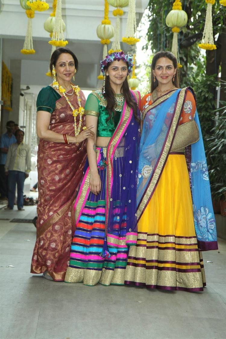 Hema Malini And Esha Deol At Ahana's Mehendi Ceremony