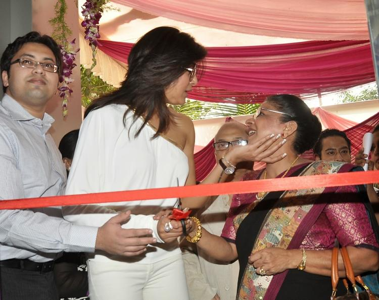 Dr. Shrilata Trasi And Sushmita Launches Dr. Shrilata Trasi And Dr.Shefali Nerurkar's La Piel Clinic
