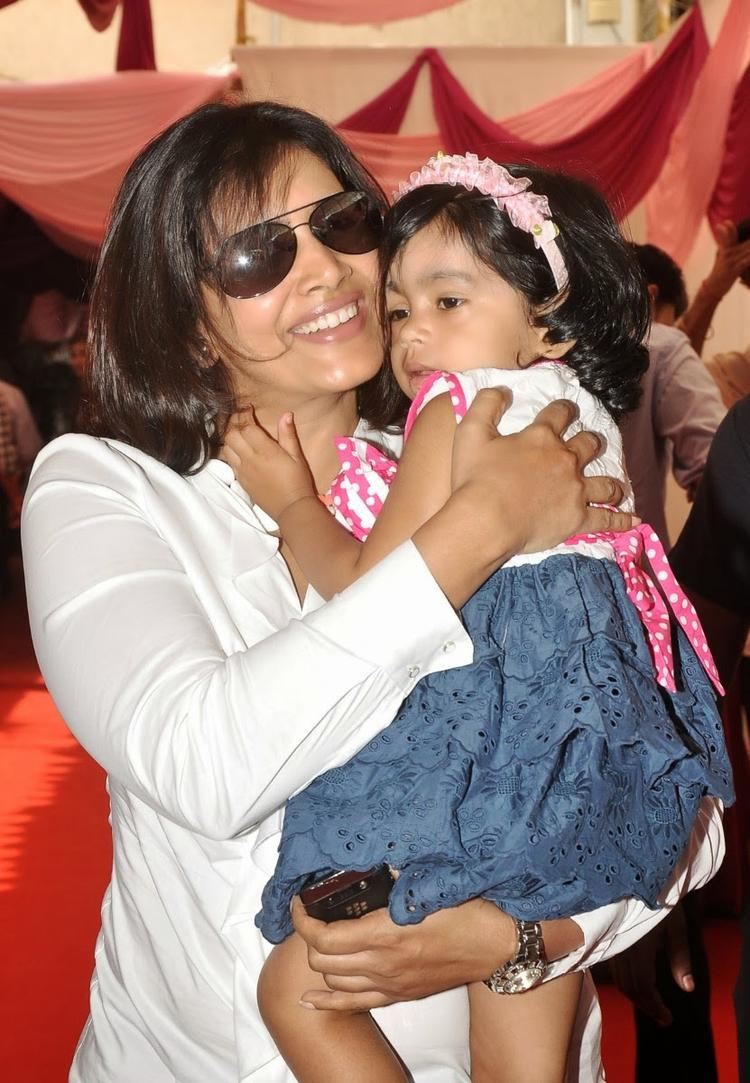 Sonali Kulkarni With Her Kid At La Piel Clinic Launch Event