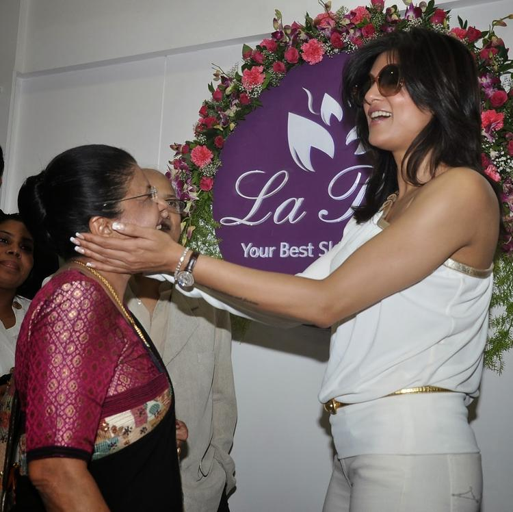 Sushmita And Dr. Shrilata Trasi Share A Moment At La Piel Clinic Launch Event