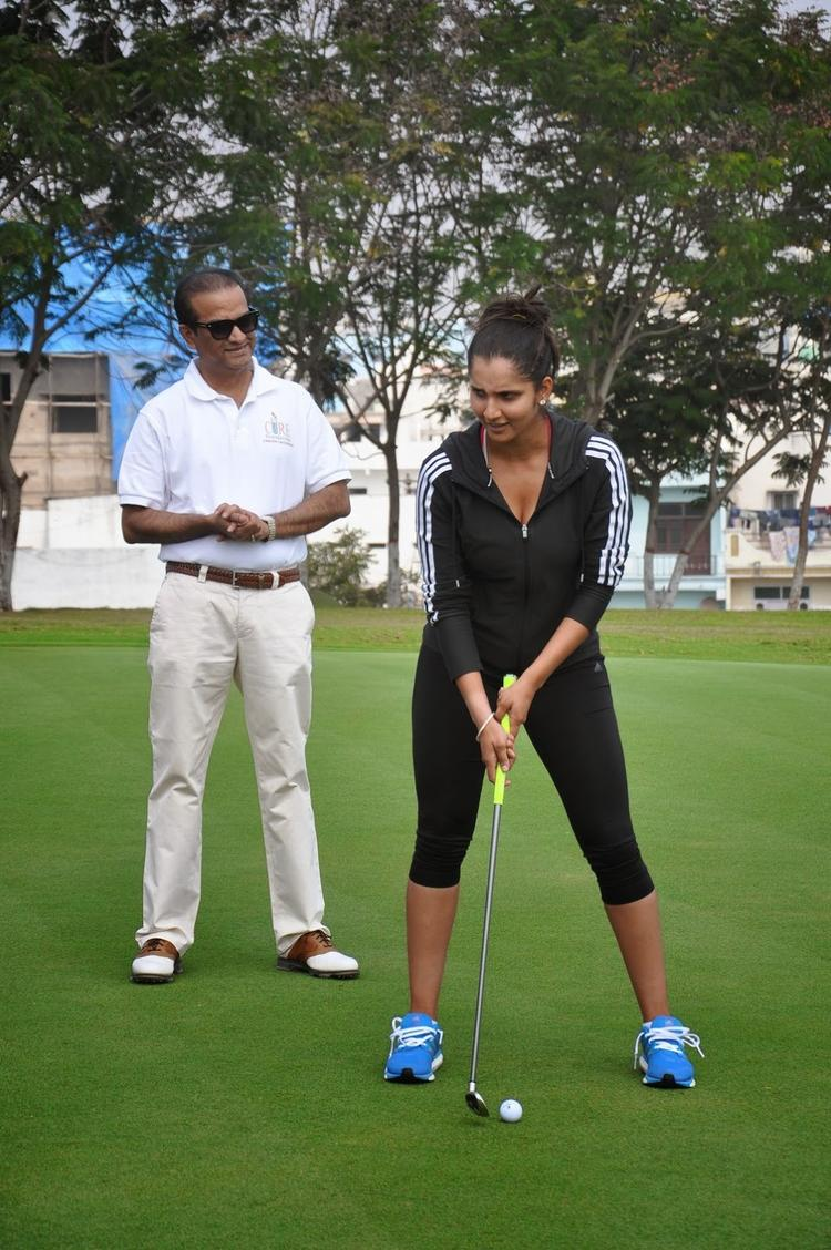 Tennis Player Sania Mirza Kick Starts Cancer Crusaders Invitation Cup