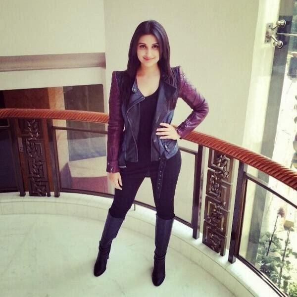 Parineeti Chopra Nice Stunning Pose At Hasee Toh Phasee Promotion In Delhi