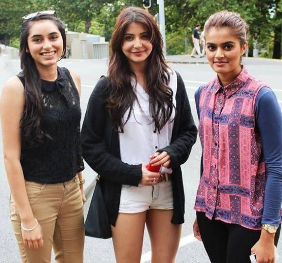 Anushka Sharma Pose With Her Fans At Auckland