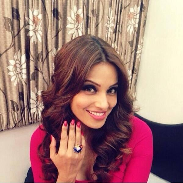 Bipasha Launches Thetrunklabel.Com Wearing A Ring