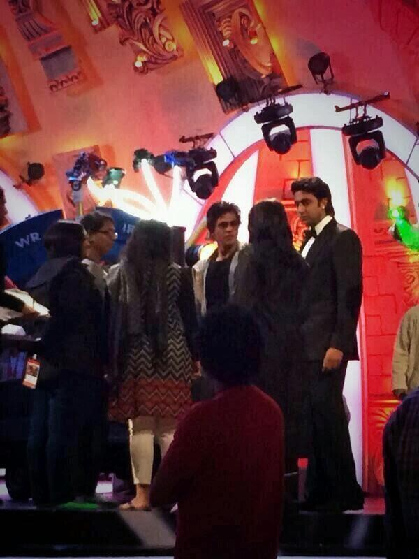 Shahrukh And Abhishek At The Rehearses Place For Zee Cine Awards 2014