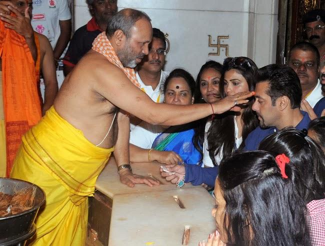 Salman Khan And Daisy Shah Spotted Seeking Blessings At The Siddhivinayak, Mumbai