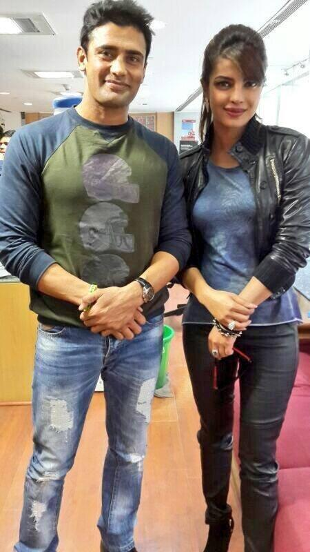 Priyanka Pose With Sangram During Gunday Promotion In Delhi