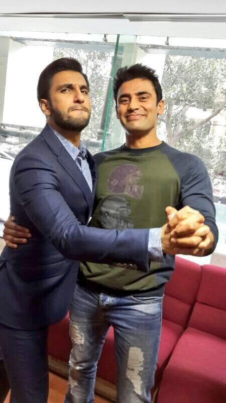 Ranveer Fun With Sangram During The Promotion Of Gunday In Delhi