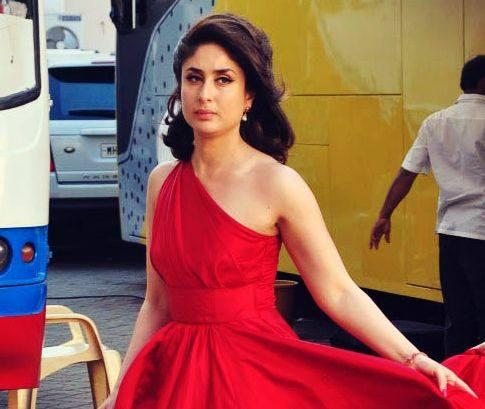Most Beautiful Kareena Kapoor Strikes A Pose At Mehboob Studio For An Add