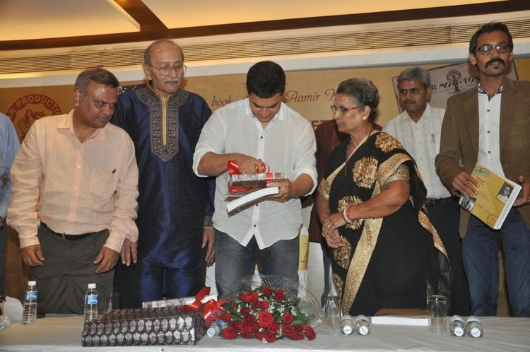 Aamir Opens Up The Packing Of The Book For It's Launch