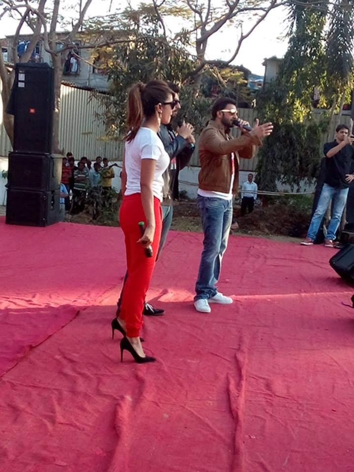 The Cast Of Gunday Ranveer,Priyanka And Arjun Visited VIT College To Promote Their Film