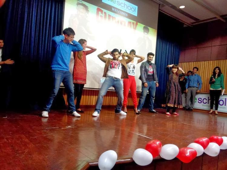 Priyanka,Arjun And Ranveer Dance On Most Popular Song Tune Mari Entriyaan From Gunday
