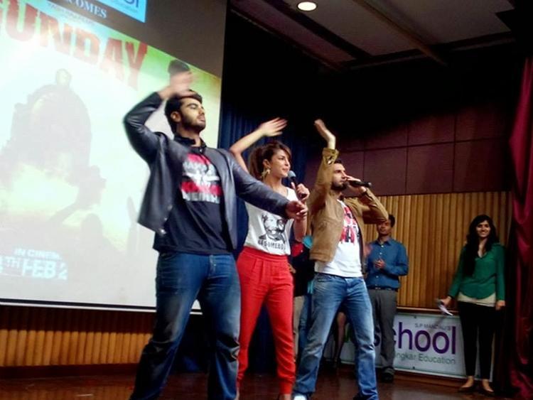Priyanka,Arjun And Ranveer Dance On Tune Meri Entriyaan Song At A College In Mumbai