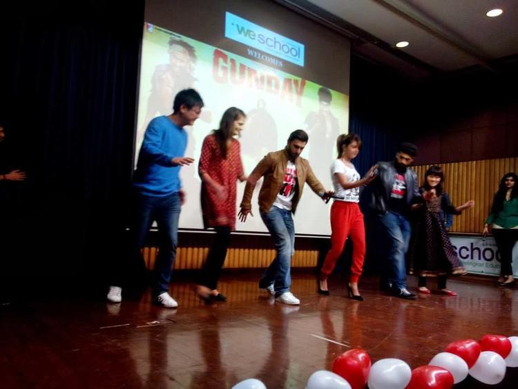 Priyanka,Arjun And Ranveer Perform On A Song Of Gunday At VIT College