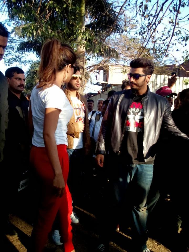 Priyanka,Arjun And Ranveer Snapped At Welingkar College For Promote Gunday