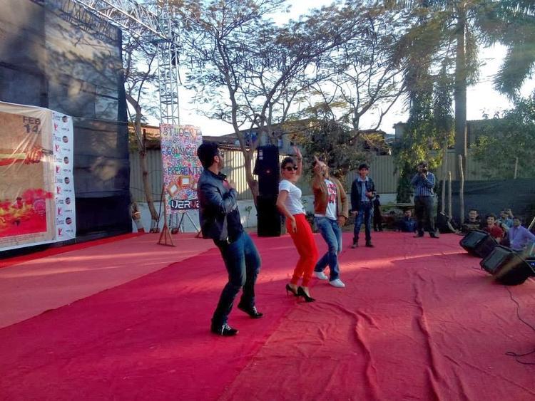 Ranveer,Arjun And Priyanka Performs  At Welingkar College To Promote Gunday