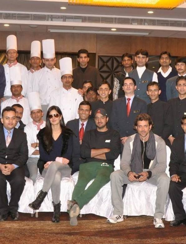 Hrithik And Katrina Pose For Photo Shoot With Hotel Marina Staffs In Shimla