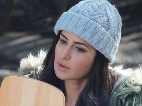 Katrina Kaif Nice Dazzling Face Look On The Sets Of Bang Bang Movie In Shimla