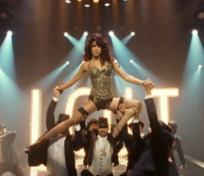 Priyanka Chopra Racy And Sexy Moves In Asalaam-E-Ishqum Song From Gunday Movie