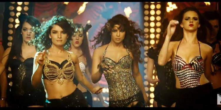 Priyanka Chopra Sexy Look Exclusive Dance In Asalaam-E-Ishqum Song From Gunday Movie