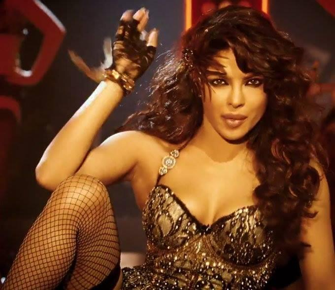 Priyanka Chopra Sizzling Dance Pose In Asalaam-E-Ishqum Song From Gunday Movie