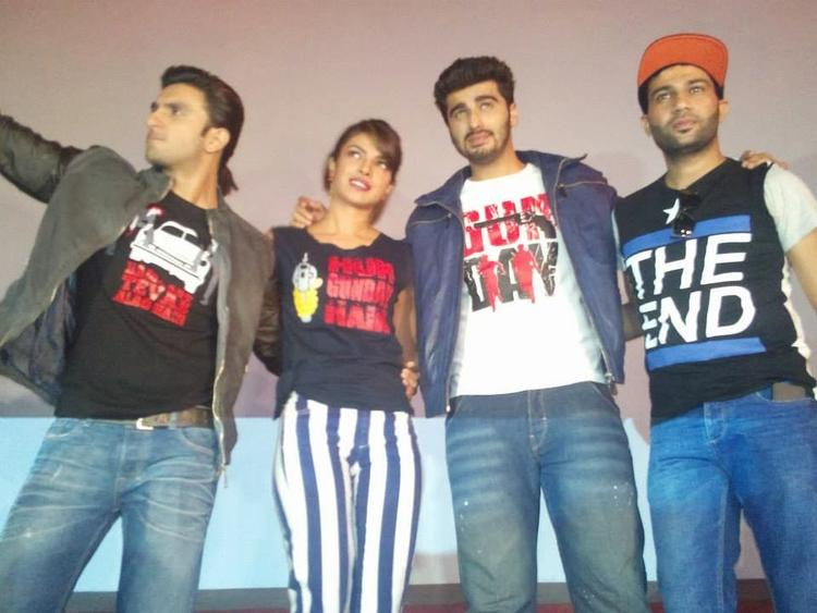 Ranveer,Priyanka And Arjun Posed For Camera During The Promotion Of Gunday At Gaiety Theatre