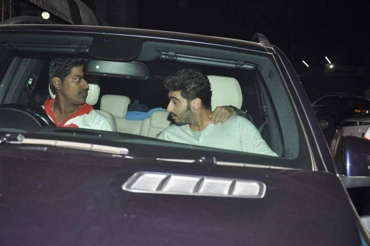 Arjun Kapoor Talk With Driver At Gunday Promotion In Mumbai