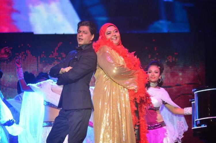 SRK Danced With A Fan At Temptation Reloaded 2014 In Malaysia