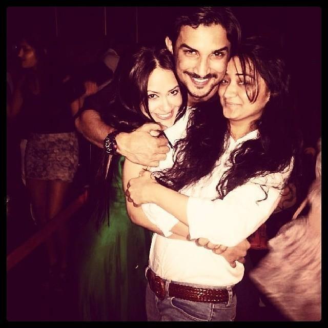 Sushant Latest Still At V-Night With Friends In Mumbai