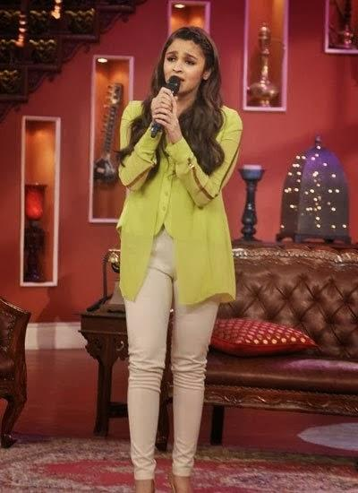 Alia Bhatt Showing Off Their Singing Skills On The Sets Of comedy Nights With Kapil