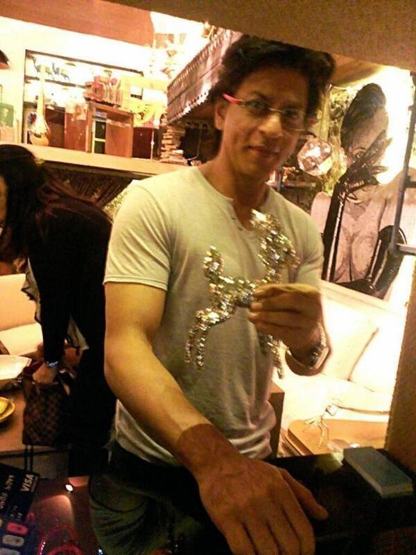 Shahrukh Khan Purchase A Sparkling Deer During The Launch Of Gauri's Lifestyle Store The Design Cell