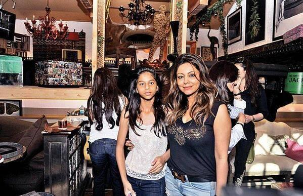 Suhana With Her Mom Gauri At The Launch Of Gauri's Lifestyle Store The Design Cell