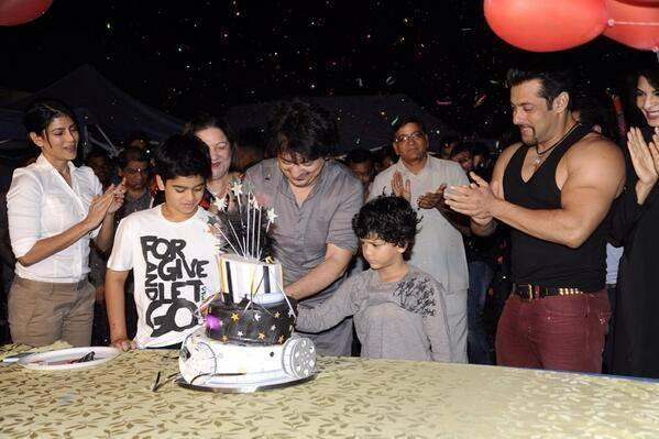 Sajid Nadiadwala Celebrates His 49 Birthday With Best Buddy Salman And Family