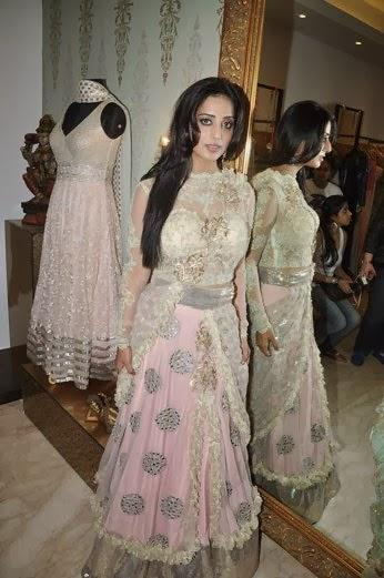 Mahie Gill Looks Sizzling In This Beautiful Outfit At Amy Billimoria's Showroom